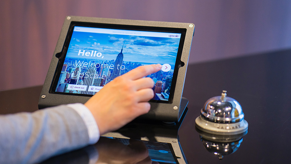 What You Need to Know About Hotel Lobby Digital Signage