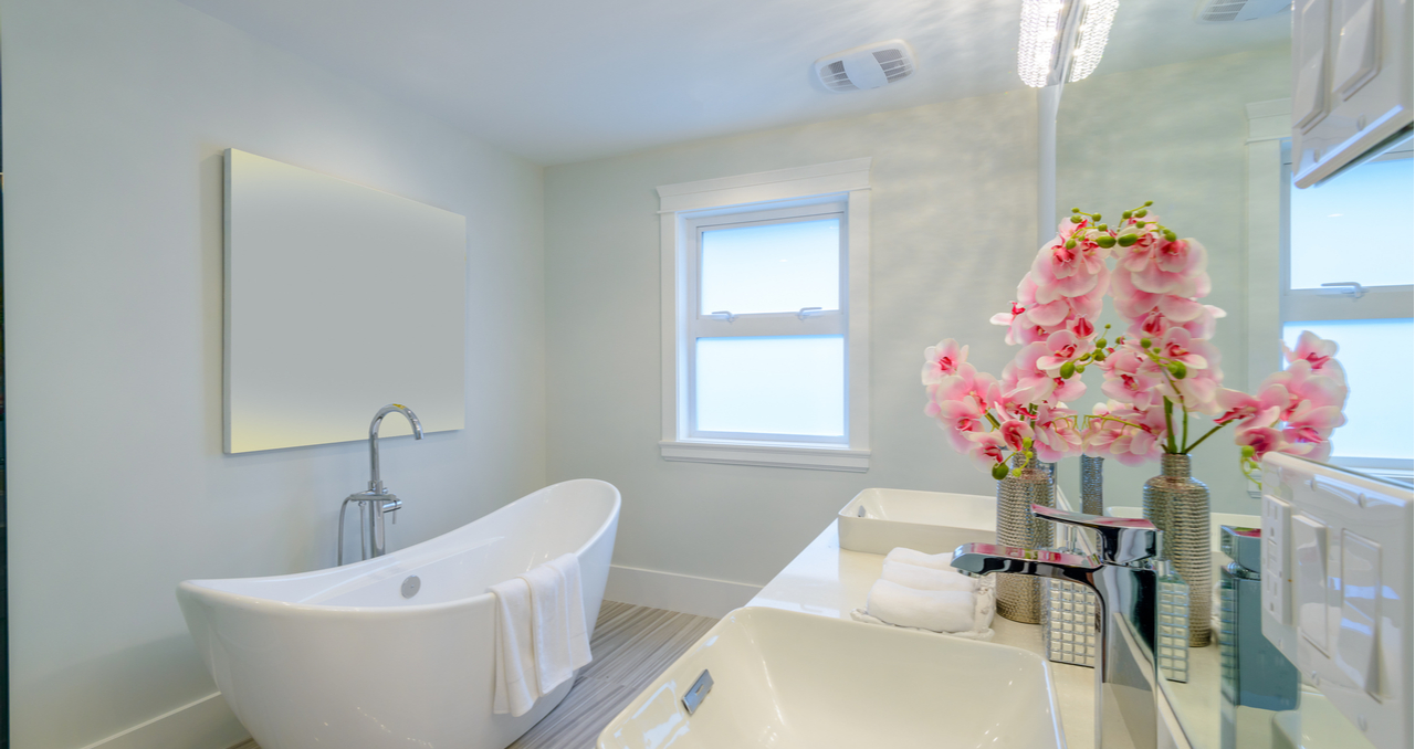 real estate photography bathroom and tub